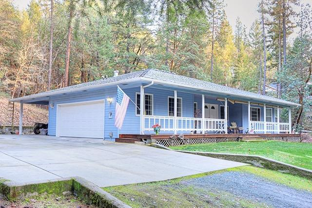 16354 Ford Road, Rogue River, OR 97537 (#2984511) :: Rocket Home Finder
