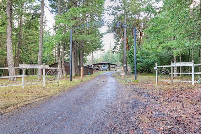 381 Three Mill Road, Selma, OR 97538 (#2984953) :: Rocket Home Finder