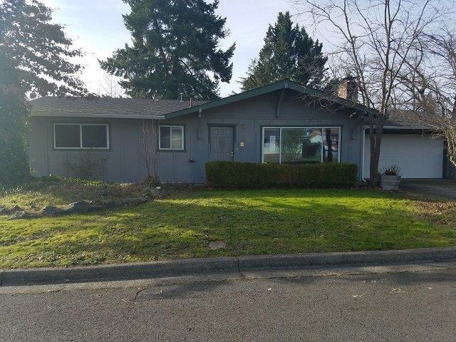 922 SW Spruce Street, Grants Pass, OR 97526 (#2986746) :: Rocket Home Finder