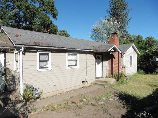 5204 Rogue River Highway, Gold Hill, OR 97525 (#2992212) :: Rocket Home Finder
