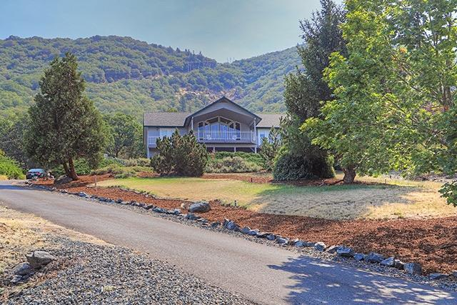 1305 NE Ridge Road, Grants Pass, OR 97526 (#2992787) :: Rocket Home Finder