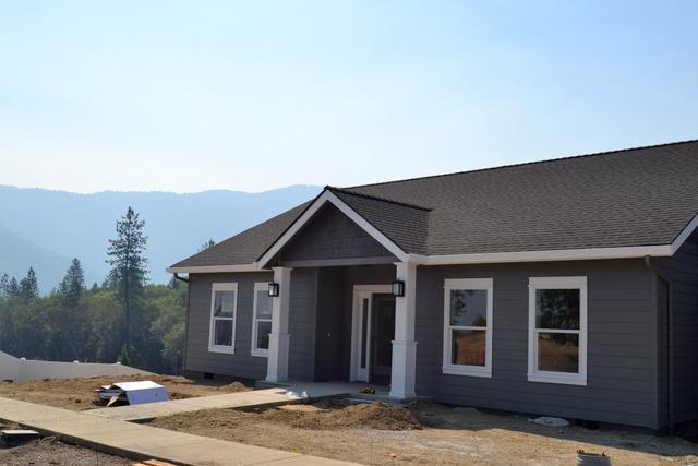 2269 SE Elderberry Lane, Grants Pass, OR 97527 (#2992945) :: Rocket Home Finder