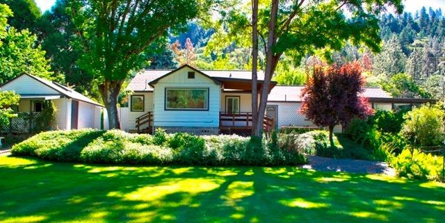 1409 East Evans Creek Road, Rogue River, OR 97537 (#2993066) :: Rocket Home Finder