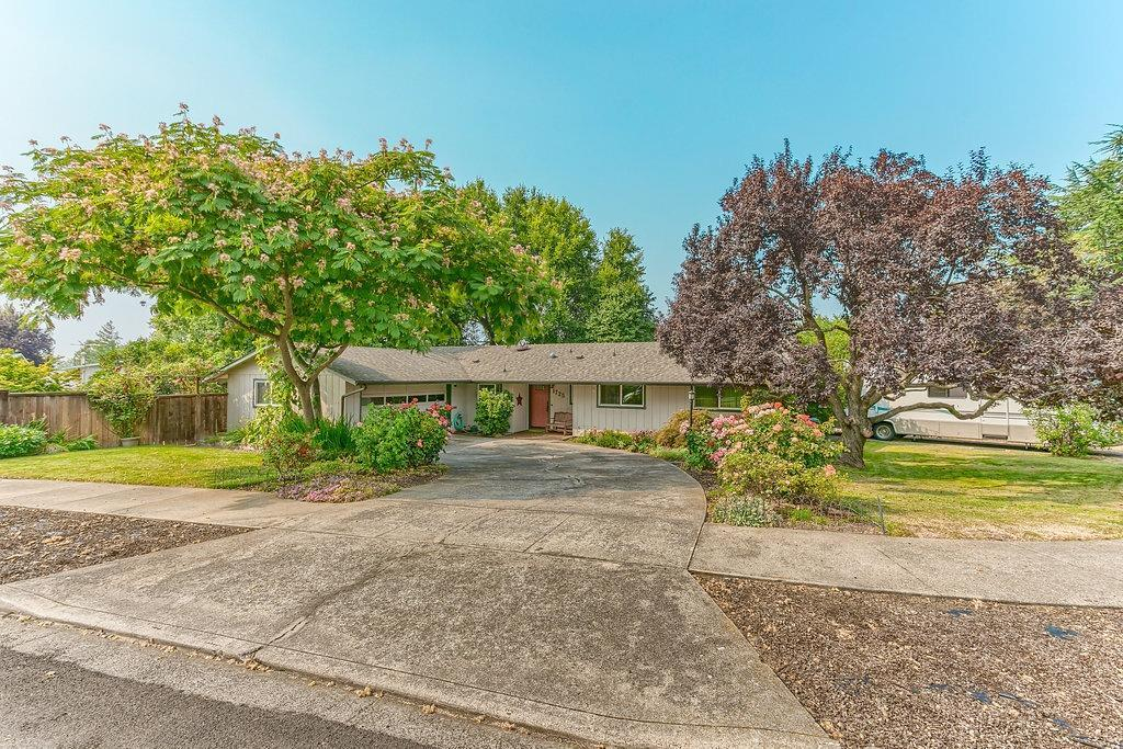 1725 Grand Avenue Medford, OR 97504 - 1725 Grand Avenue, Medford, OR 97504 (#2993414) :: FORD REAL ESTATE