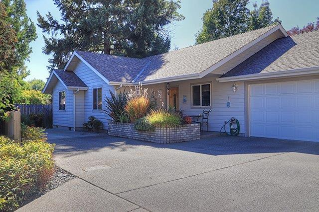 1104 SW Greenwood Avenue, Grants Pass, OR 97526 (#2994331) :: Rocket Home Finder