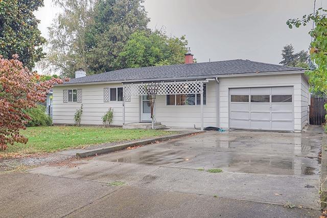 2816 Duell Avenue, Medford, OR 97501 (#2995060) :: Rocket Home Finder