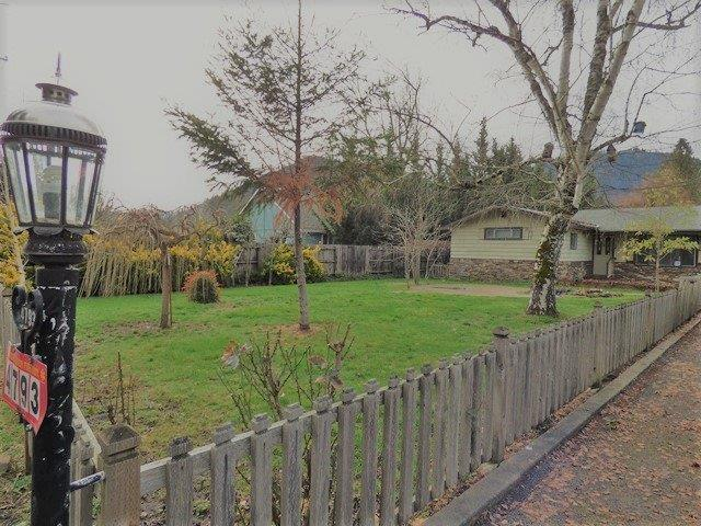 4793 Rogue River Highway, Gold Hill, OR 97525 (#2997474) :: FORD REAL ESTATE