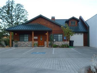 1690 NE Lynda Lane, Grants Pass, OR 97526 (#3000709) :: FORD REAL ESTATE