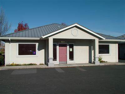 928 Town Centre Drive, Medford, OR 97504 (#3008273) :: FORD REAL ESTATE