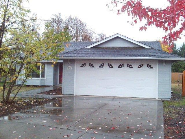 568 C Street, Phoenix, OR 97535 (#2983358) :: FORD REAL ESTATE