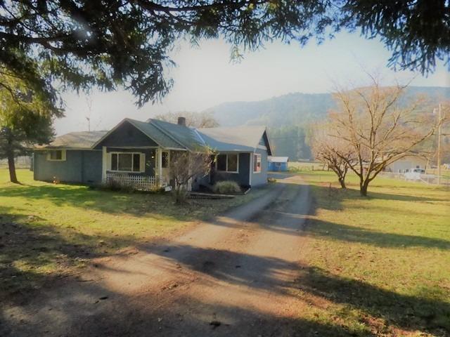 635 W Evans Creek Road, Rogue River, OR 97537 (#2984252) :: Rocket Home Finder