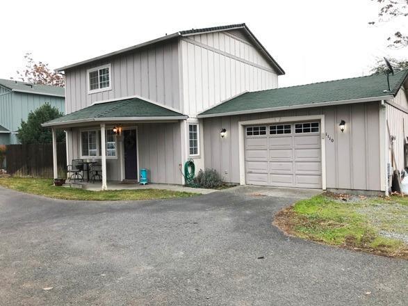 1110 SW Bridge Street, Grants Pass, OR 97526 (#2984355) :: Rocket Home Finder