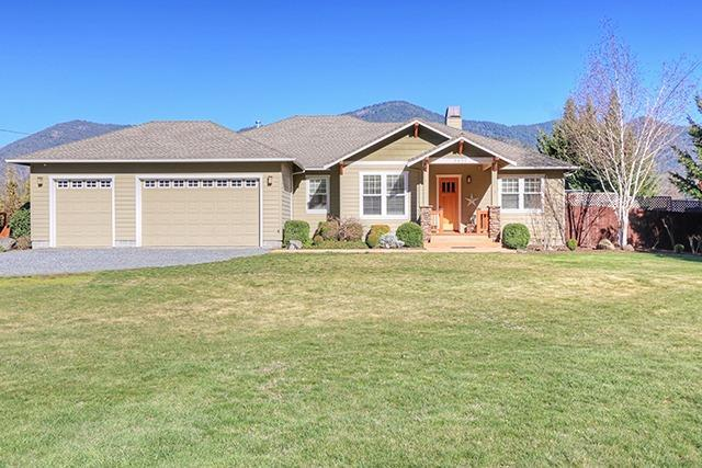 8897 Williams Hwy, Grants Pass, OR 97527 (#2985983) :: FORD REAL ESTATE
