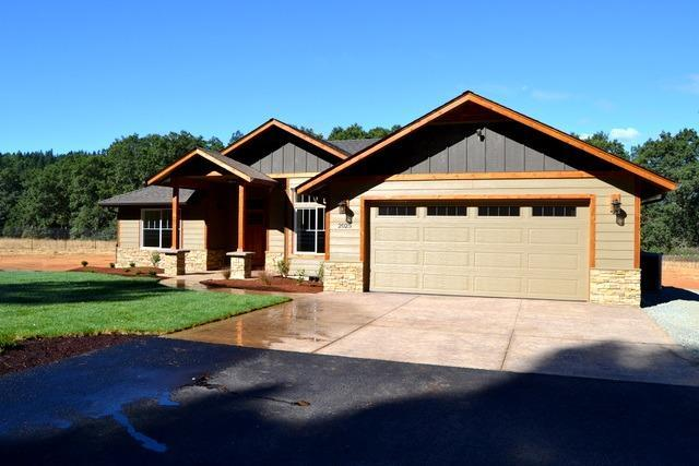 2025 Marcy Loop Road, Grants Pass, OR 97527 (#2989691) :: Rocket Home Finder