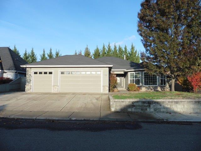 772 Meadowbrook Drive, Central Point, OR 97502 (#2995662) :: Rocket Home Finder