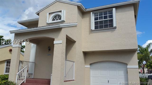 12034 13th Street, Pembroke Pines, FL 33026 (MLS #H10409413) :: Green Realty Properties