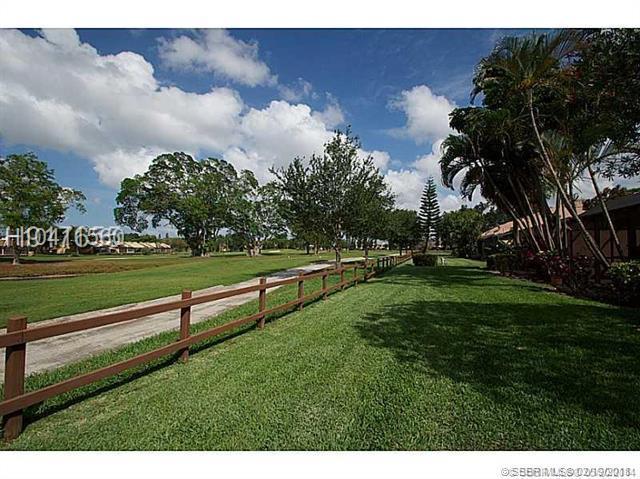 1091 Fairway Rd, Pembroke Pines, FL 33026 (MLS #H10411560) :: Green Realty Properties