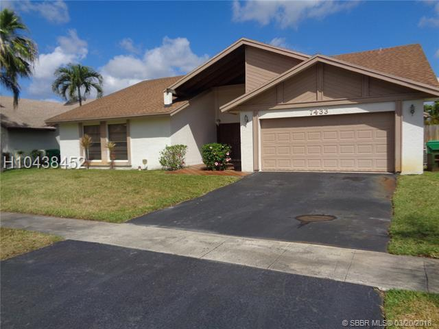 7433 47th Pl, Lauderhill, FL 33319 (MLS #H10438452) :: Green Realty Properties