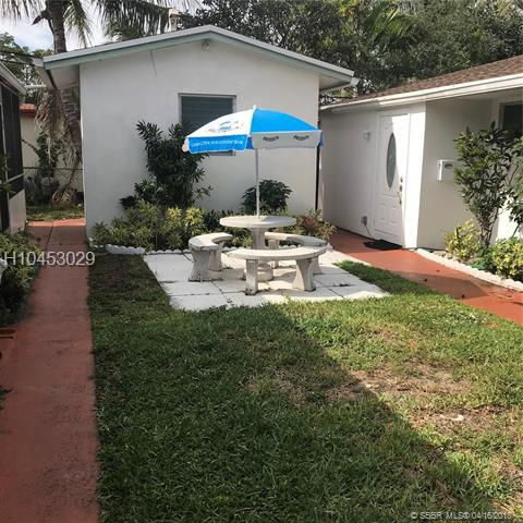 2522 Hayes St #5, Hollywood, FL 33020 (MLS #H10453029) :: Green Realty Properties