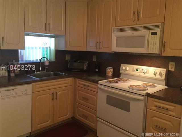 9420 Hollybrook Lake Dr 22-101, Pembroke Pines, FL 33025 (MLS #H10453273) :: Green Realty Properties