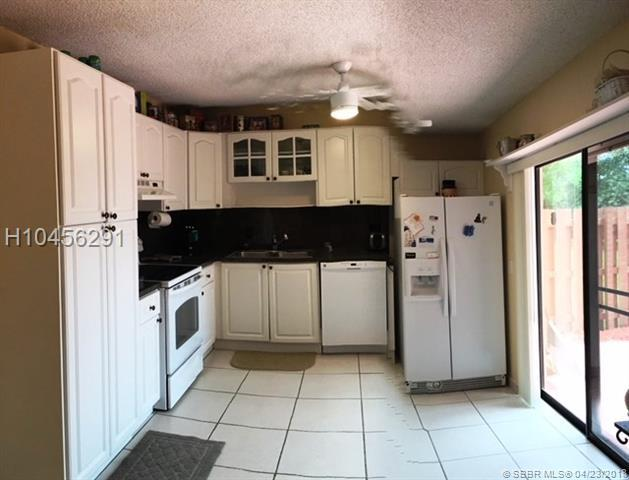 2532 Camelot Ct, Cooper City, FL 33026 (MLS #H10456291) :: Green Realty Properties