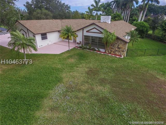20420 48th Pl, Southwest Ranches, FL 33332 (MLS #H10463773) :: Green Realty Properties