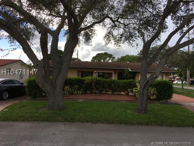2230 47th Ave, Hollywood, FL 33021 (MLS #H10471147) :: Green Realty Properties