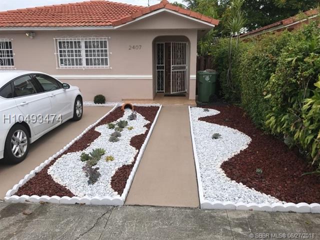2407 70th Pl, Hialeah, FL 33016 (MLS #H10493474) :: Green Realty Properties