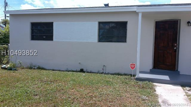 1081 27th St, Riviera Beach, FL 33404 (MLS #H10493852) :: Green Realty Properties