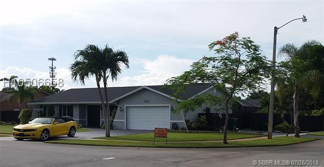 6801 43rd Ct, Davie, FL 33314 (MLS #H10506658) :: Green Realty Properties