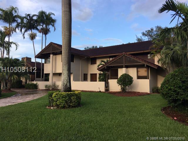 19431 Oakmont Dr, Hialeah, FL 33015 (MLS #H10508112) :: Green Realty Properties