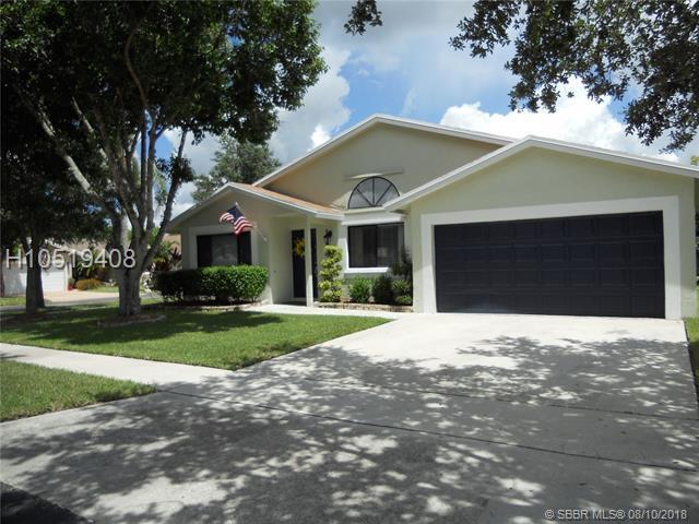 10201 16th Pl, Davie, FL 33324 (MLS #H10519408) :: Green Realty Properties