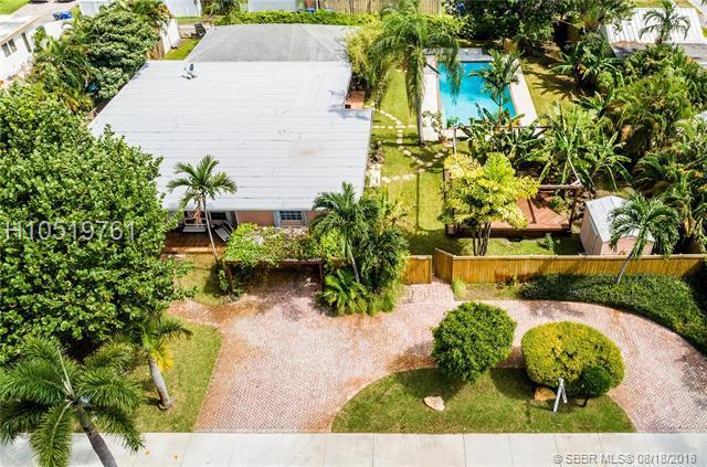 1611 Jackson St, Hollywood, FL 33020 (MLS #H10519761) :: Green Realty Properties
