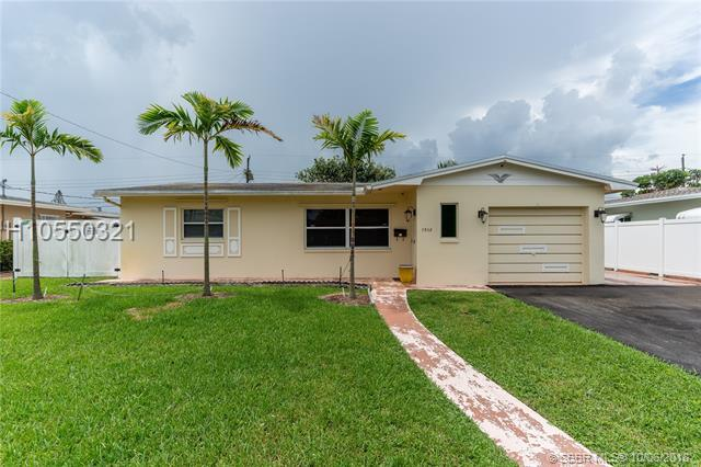 7508 Mckinley St, Hollywood, FL 33024 (MLS #H10550321) :: Green Realty Properties