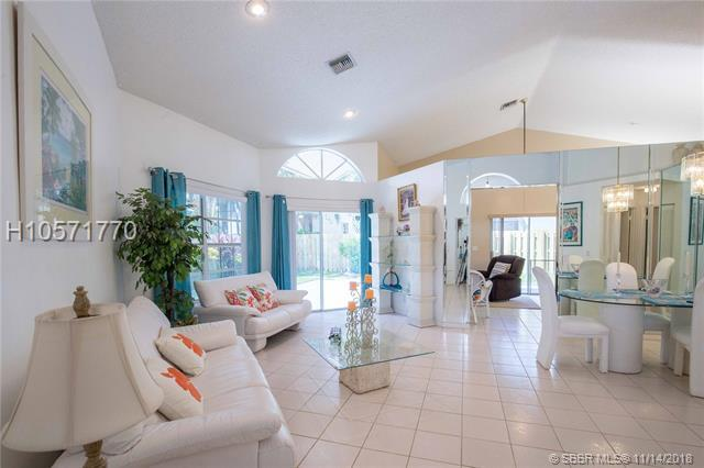 11103 Topeka Pl, Cooper City, FL 33026 (MLS #H10571770) :: Green Realty Properties