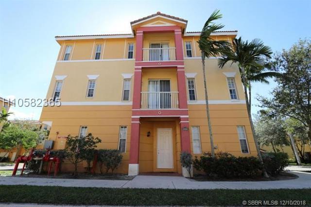 3912 Shoma Dr, Royal Palm Beach, FL 33414 (MLS #H10582365) :: Green Realty Properties