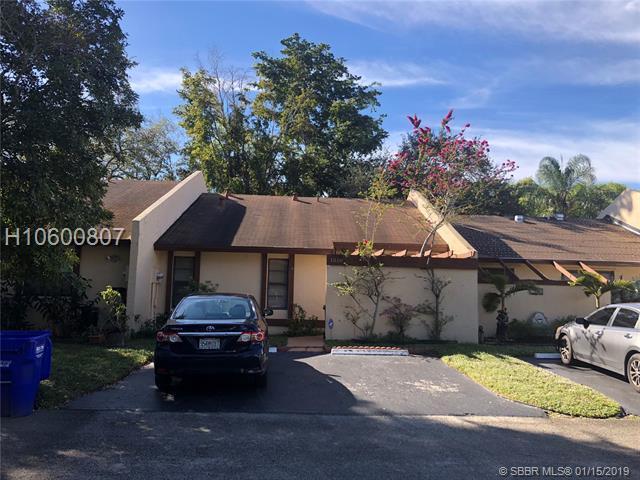 1510 98th Way #4, Pembroke Pines, FL 33024 (MLS #H10600807) :: Green Realty Properties