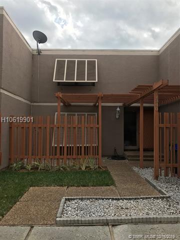11340 15th St, Pembroke Pines, FL 33026 (MLS #H10619901) :: Green Realty Properties