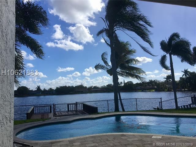 10182 56th St, Cooper City, FL 33328 (MLS #H10621883) :: RE/MAX Presidential Real Estate Group