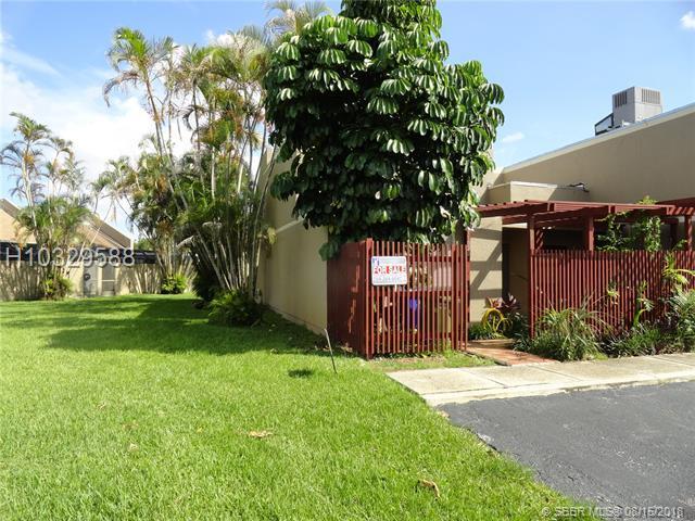 11020 Lakeview Dr #11020, Pembroke Pines, FL 33026 (MLS #H10329588) :: Green Realty Properties