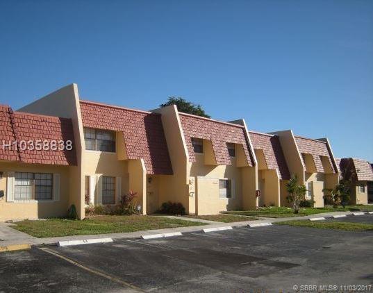57 Spinning Wheel Lane, Tamarac, FL 33319 (MLS #H10358838) :: Green Realty Properties