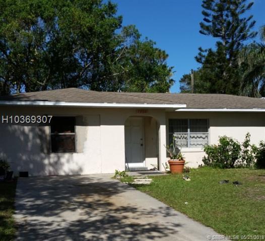 7906 Hamilton Avenue, Fort Pierce, FL 34951 (MLS #H10369307) :: Green Realty Properties
