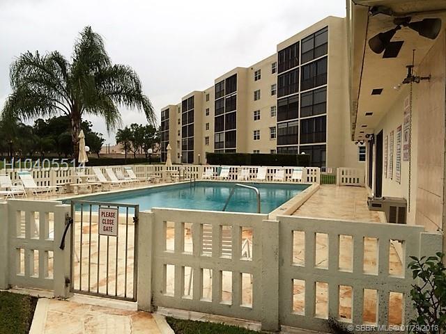 190 5th Ave #101, Dania Beach, FL 33004 (MLS #H10405514) :: Green Realty Properties