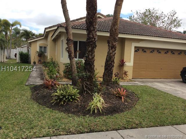 295 180th Ave, Pembroke Pines, FL 33029 (MLS #H10417254) :: Green Realty Properties
