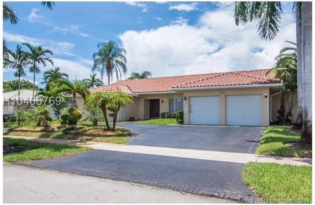 3610 55TH AVE, Hollywood, FL 33021 (MLS #H10466769) :: Green Realty Properties