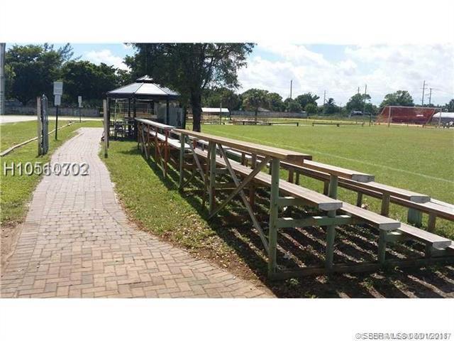 2000 Hammondville Rd, Pompano Beach, FL 33069 (MLS #H10510702) :: Green Realty Properties