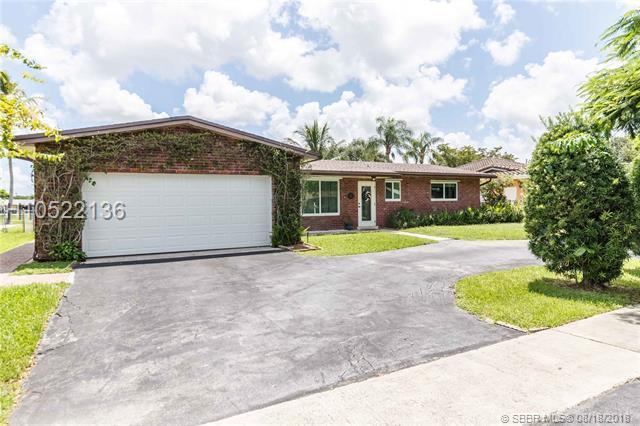 1721 106 Ave, Pembroke Pines, FL 33026 (MLS #H10522136) :: Green Realty Properties