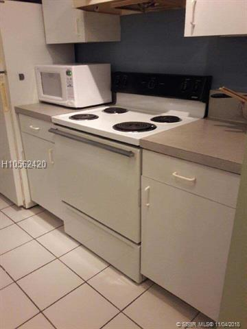 500 2nd St #206, Dania Beach, FL 33004 (MLS #H10562420) :: Green Realty Properties