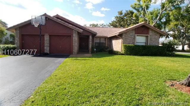 10896 NW 7th St, Coral Springs, FL 33071 (MLS #H10607277) :: RE/MAX Presidential Real Estate Group