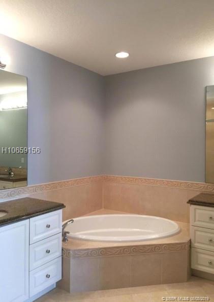 8 E Harbour Isle Dr E #105, Fort Pierce, FL 34949 (MLS #H10659156) :: Green Realty Properties